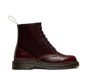 На фото ботинки Dr.Martens 1460 Vegan Cherry Red Cambridge Brush