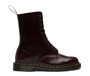 На фото ботинки Dr.Martens 1490 Vegan Cherry Red Cambridge Brush