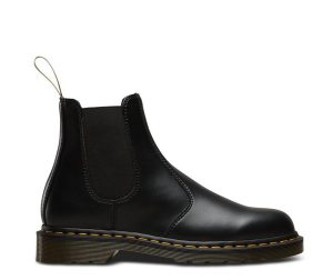 На фото челси Dr.Martens 2976 Vegan Black Felix Rub Off