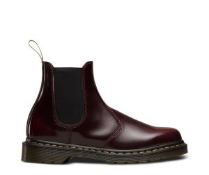 На фото челси Dr.Martens 2976 Vegan Cherry Red Cambridge Brush
