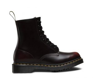 На фото ботинки Dr.Martens 1460 Cherry Red Arcadia