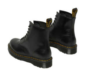 На фото ботинки Dr. Martens 1460 Bex — Black Smooth