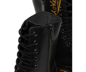 На фото ботинки Dr. Martens Jadon Hi — Black Polished Smooth